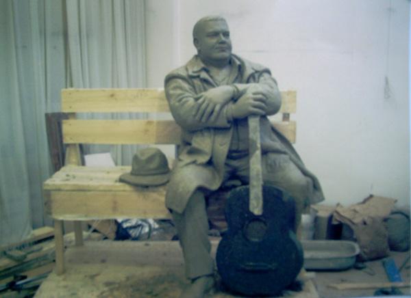 В Твери накаляются страсти вокруг будущего памятника Михаилу Кругу, который хотят установить в центре города...
